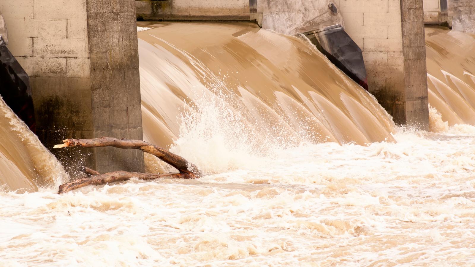 SMID-Tanggul Sungai Longsor, Kawasan Warga Terancam Banjir