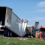 SMID-Truk Kontainer Bermuatan Sarung Lepas Kendali