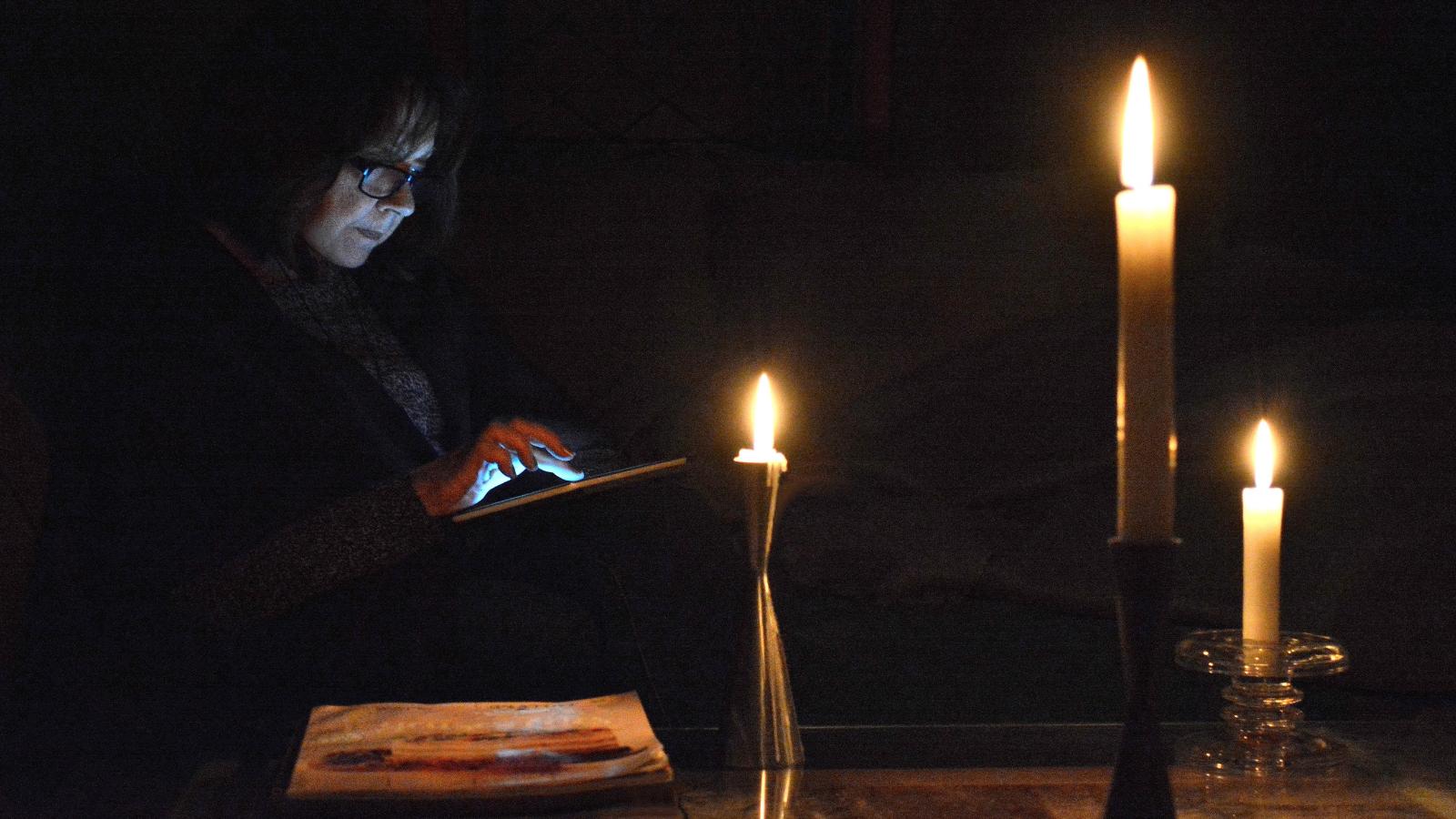 Listrik Mati, Rumah Kepala Desa Didatangi Warga Penggemar Ikatan Cinta